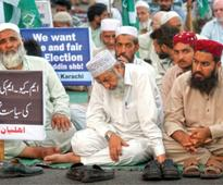 Day 7 of dharnas: Stare down between PTI, MQM supporters