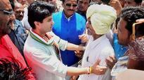 Jyotiraditya Scindia takes vow, says won't wear garland until BJP govt in MP ousted