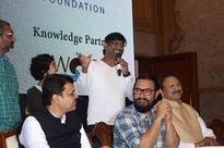 Kiran a good singer, says Aamir