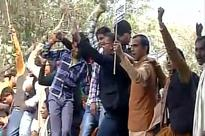 BJP workers protest against AAP Government over MCD funds, police use water cannons