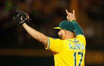 Athletics sign Yonder Alonso to a one-year deal