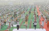 Union Minister for Science & Technology and Earth Sciences, Dr. Harsh Vardhan leads the celebrations on International Yoga Day, 2016 at Rohtak