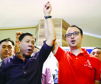 Duterte back on campaign trail