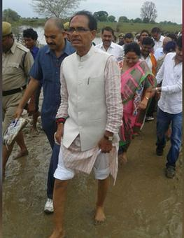 On visit to flood-hit areas, Madhya Pradesh CM gets a 'lift' by cops