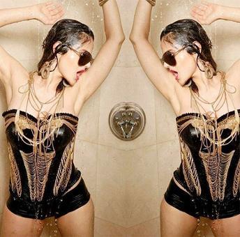 PHOTO: Ameesha Patel turns rockstar