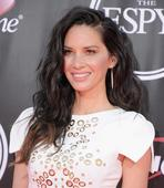 Get the Look: Olivia Munn's Textured Waves