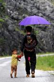 Photos honor responsibility of Vietnamese dads