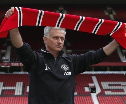 Manchester United players begin life under Mourinho
