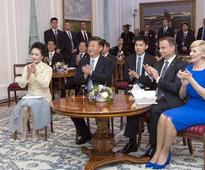 President Xi, first lady Peng meet Polish counterparts in Warsaw