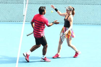 Indians at Australian Open: Paes-Hingis ease into quarters