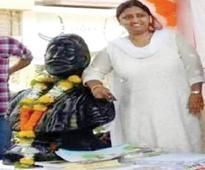 Mumbai: Corporator regrets posing with hand on Shivaji's shoulder