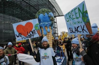 World reacts to new climate accord