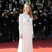 Jessica Chastain was anxious to wear Elizabeth Taylor's necklace (Bang Showbiz)