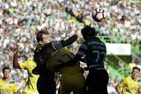 Portuguese Primeira Liga: Sporting Lisbon beats Porto 2-1 to take lead