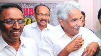 CM Oommen Chandy challenges VS Achuthanandan to produce FIR