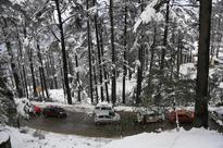 Heavy snowfall in Kashmir Valley as rain lashes Jammu