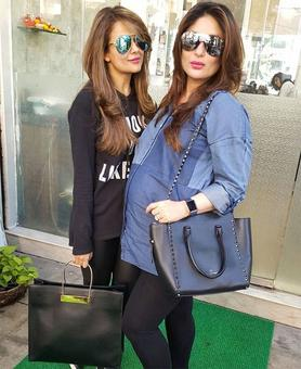 Pregnant Kareena's day out!