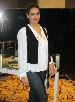 PIX: Esha Deol mingles with Arpita Khan Sharma