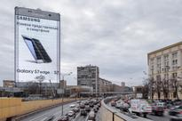 This Enormous Samsung Galaxy S7 Edge Billboard Is Sure To Get Anyone's Attention [Video]