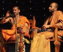 Udupi: Palimar Swamiji unveils 'Suvarna Gopura' at Sri Krishna Math