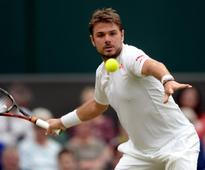 Stan Wawrinka battles from behind to advance in Basle