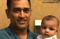 MS Dhoni's picture with Pak skipper Sarfraz's son wins hearts