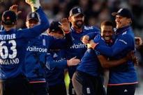 Jordan in as England bowl first