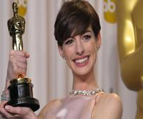 Anne Hathaway pretended to be happy on her Oscar win