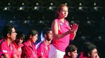 Jwala, Markis, Supanida hand Hunters early lead