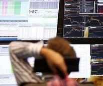 European shares fall on US rate hike expectations