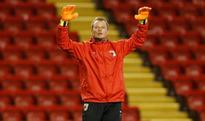 Liverpool sign veteran goalkeeper Manninger