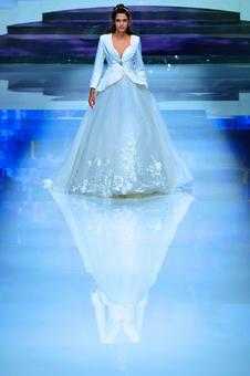 Girls, this could be your dream wedding gown
