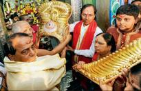 T'gana CM offers golden crown worth Rs 3.7cr to deity