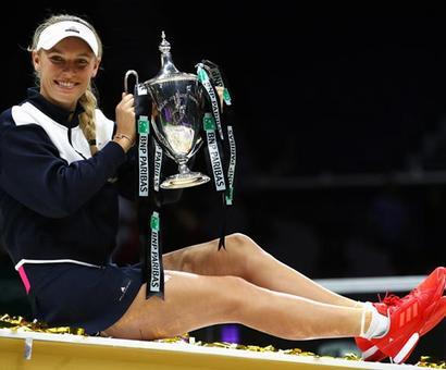 Wozniacki outclasses Venus to win WTA Finals title