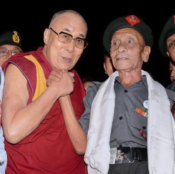 Dalai Lama meets jawan who escorted him to India 58 yrs ago