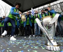 Clint Dempsey takes shot at Timbers during Sounders' MLS Cup rally