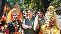 Sonia Gandhi turns 71, Congress leaders, workers throng residence