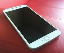 Motorola teases upcoming smartphones via Moto Razr advertisement