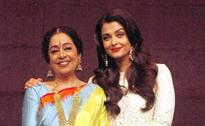 Kiran Kher and Aishwarya Rai Bachchan during a promotion of film Sarbjit