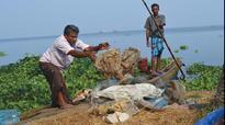 Fishermen start Vembanad clean up