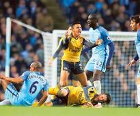 City boss Guardiola pins hopes on Chelsea wobble