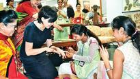 Mrs Akie Abe gets neck massage, henna