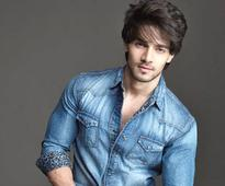 Sooraj Pancholi signs a romantic film