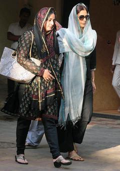 PIX: Tabu, Farah at Dara Singh's wife's funeral