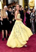 This actress's Oscars dress looks straight out of 'Beauty and the Beast'