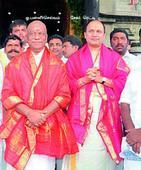Rs 100 crore in cash, 120 kg gold seized in Income Tax raids in Chennai
