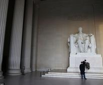 Wreath-laying ceremony held for Abraham Lincoln at the National Mall