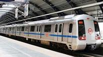 Delhi Police constable allegedly commits suicide by jumping before a metro