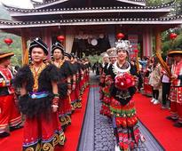 Miao-style group wedding held for outlanders