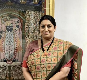 After tearing Rahul apart, Smriti Irani launches #CottonIsCool campaign